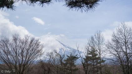 Walau tertutup sedikit awan tapi keindahannya tetap terlihat